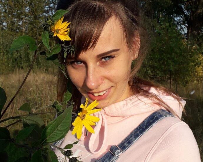 slatka mlada voli prirodu i strast